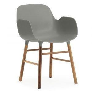 Normann Copenhagen Form Käsinojallinen Tuoli Harmaa / Saksanpähkinä