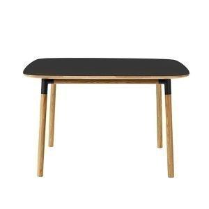 Normann Copenhagen Form Pöytä Musta / Tammi 120x120 Cm