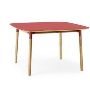 Normann Copenhagen Form Pöytä punainen/tammi 120x120cm