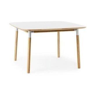 Normann Copenhagen Form Pöytä valkoinen/tammi 120x120 cm