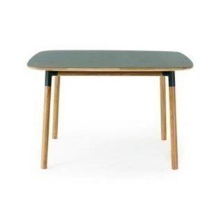 Normann Copenhagen Form Pöytä vihreä/tammi 120x120cm